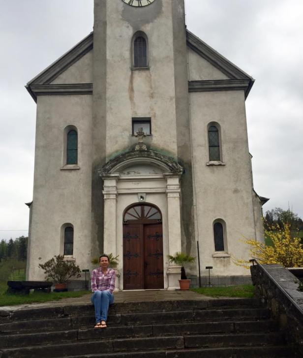 Ravna Gora church front with Mary